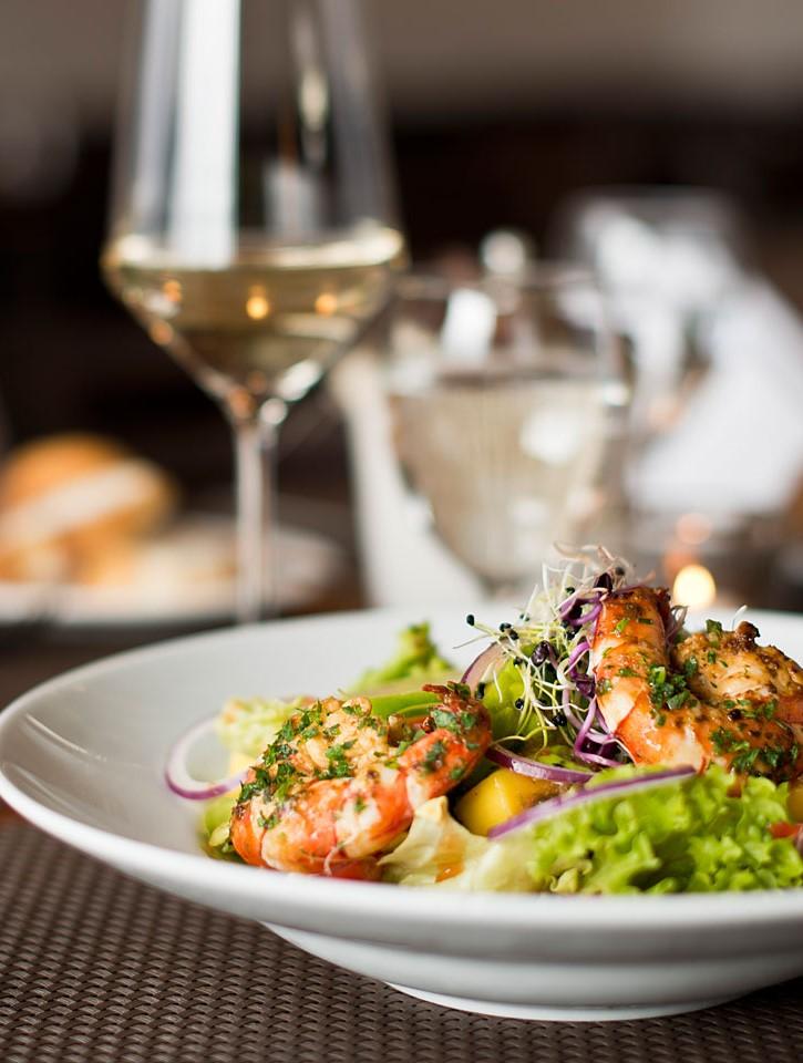 http://swiftway-dxb.com/wp-content/uploads/2019/06/restaurant-food-salat-2.jpg